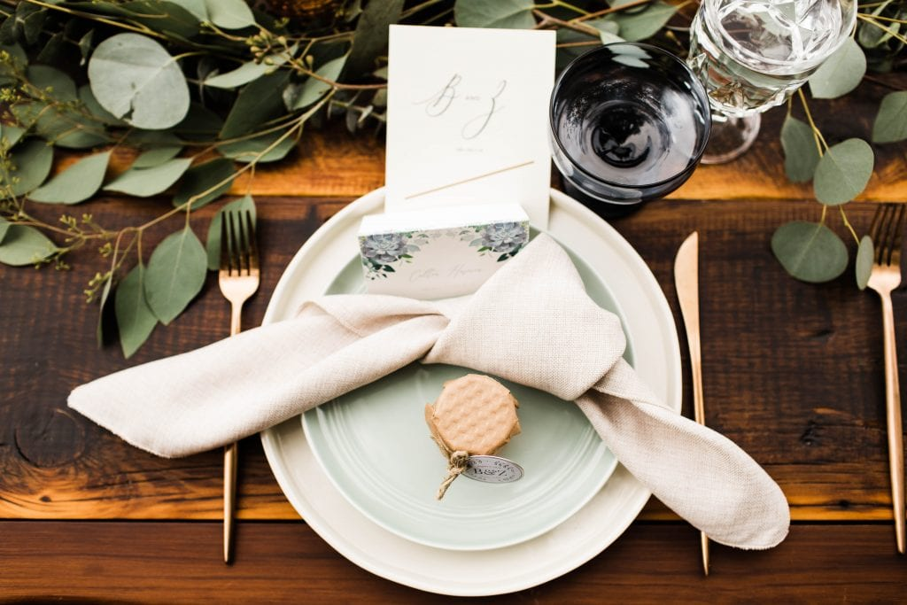 Good tablescape design for a small wedding outdoors in the mountains of Colorado