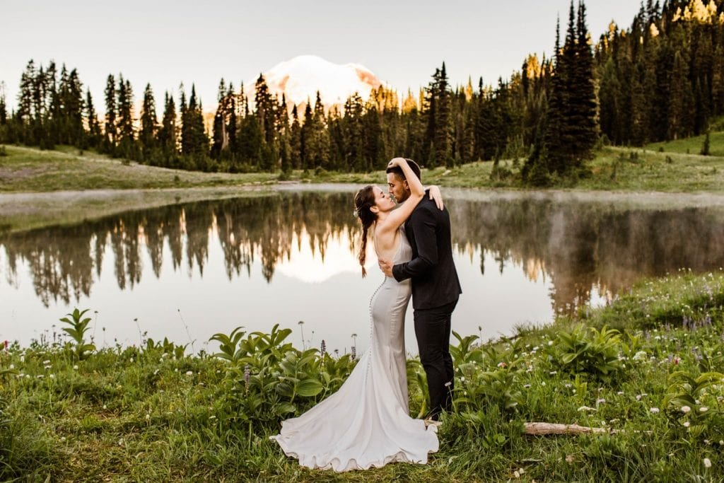 eloping couple kissing by an alpine lake during their Mt Rainier elopement | Washington state elopement wedding