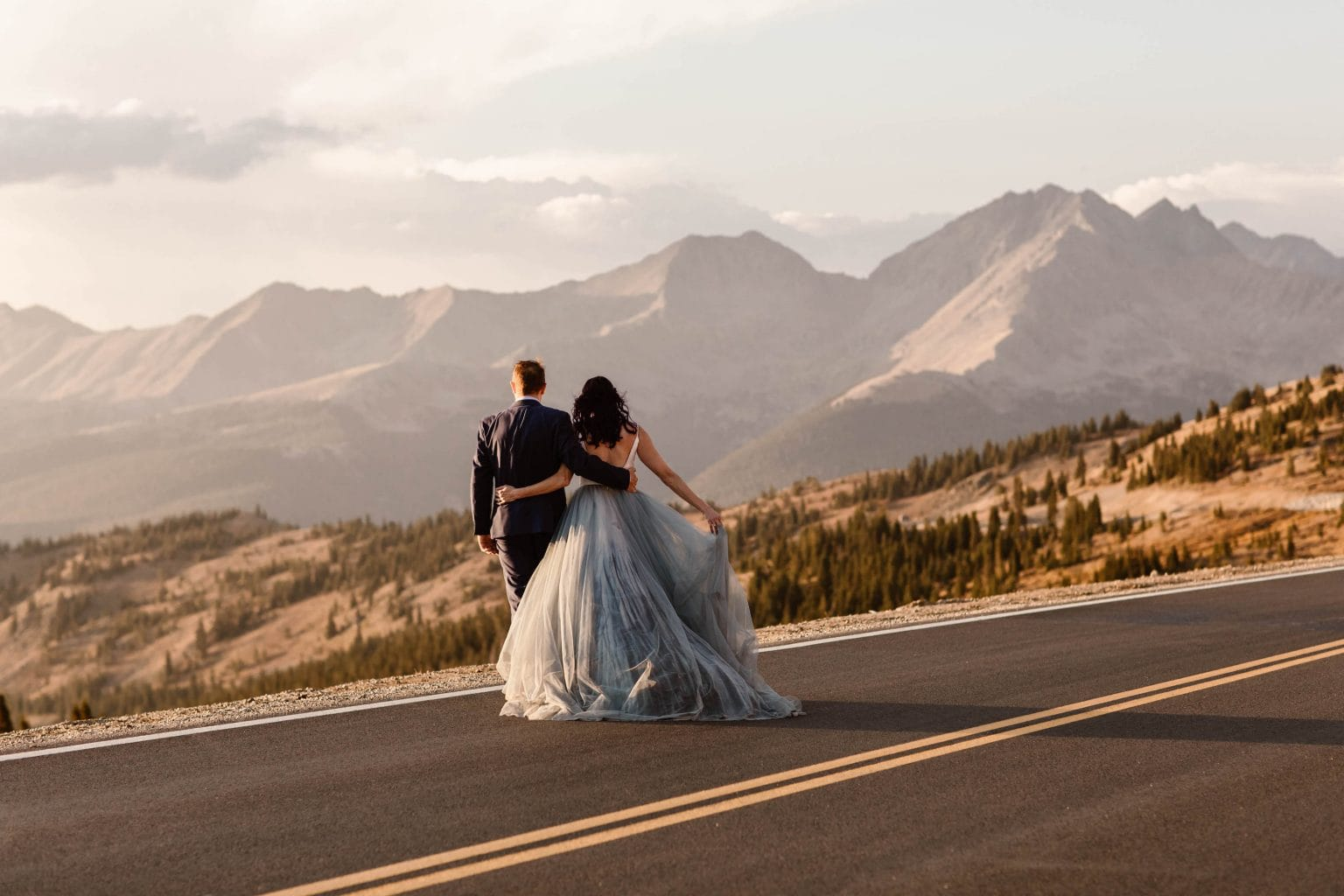 the pros and cons of eloping | couple eloping in the mountains of Buena Vista