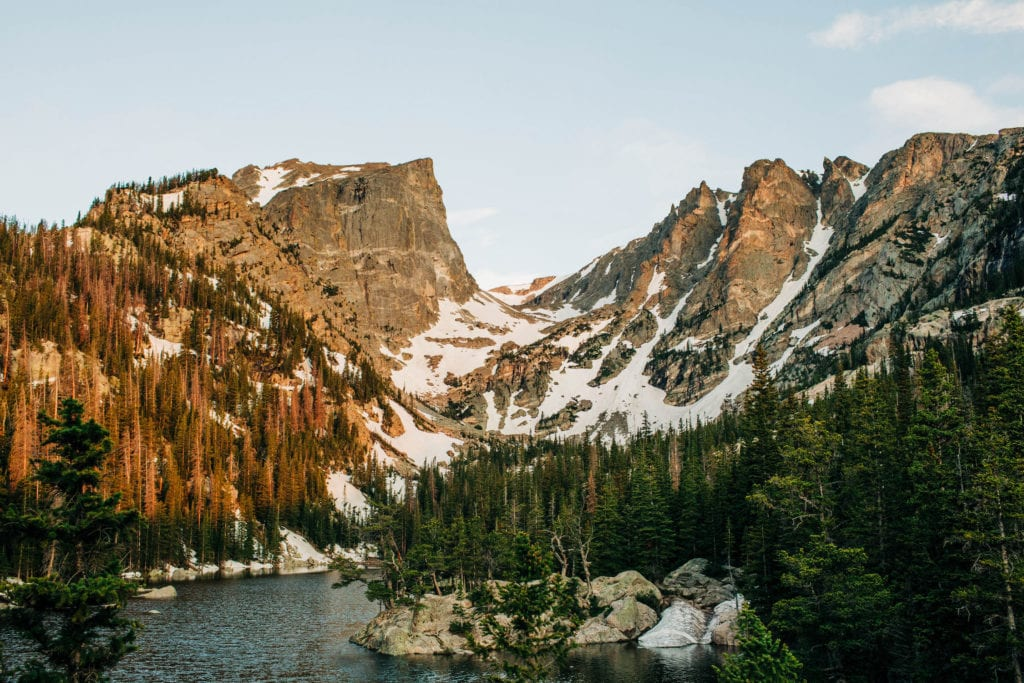 alpenglow on the mountains behind an alpine lake in RMNP